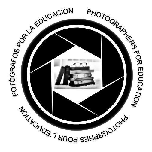 Fotógrafos por la Educación Logo